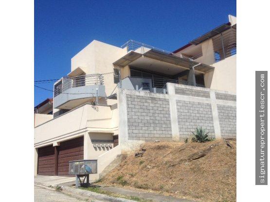 Edificio de 4 apartamentos, La Uruca