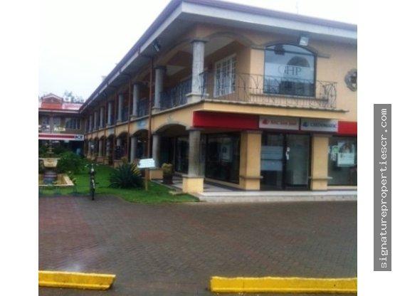Centro Comercial de dos niveles, Tamarindo