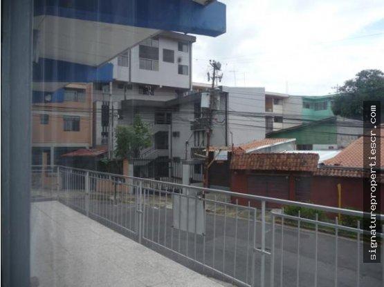 Edificio de dos niveles, Zapote