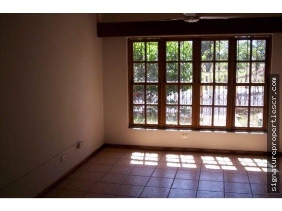 Edificio de apartamentos de 3 niveles, La Sabana