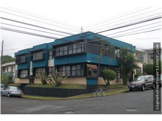 Edificio de dos niveles para oficinas en San José