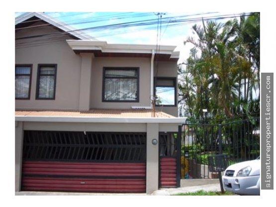 Casa De Dos Niveles En Residencial, Guachipelin