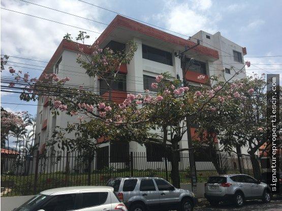 Edificio de 5 niveles, en Barrio Dent