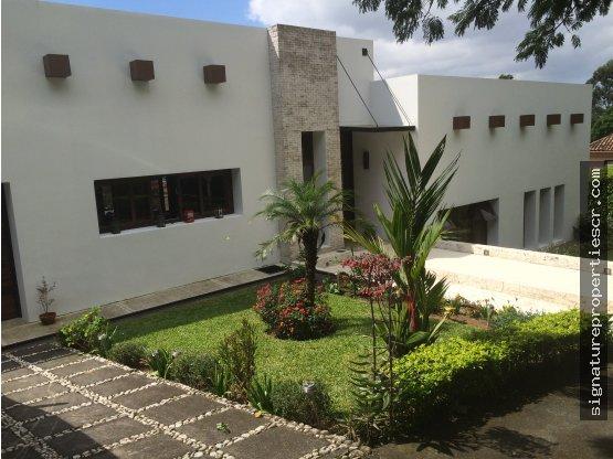 Casa con piscina en Hacienda Gregal Curridabat