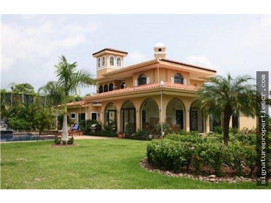 Villa de lujo en la Garita, Alajuela