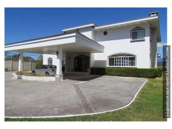 Casa de dos niveles, Santa Ana, La Caraña