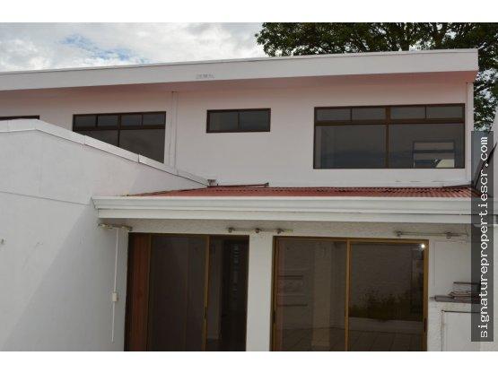 Casa con magnífica ubicación por Plaza del Sol