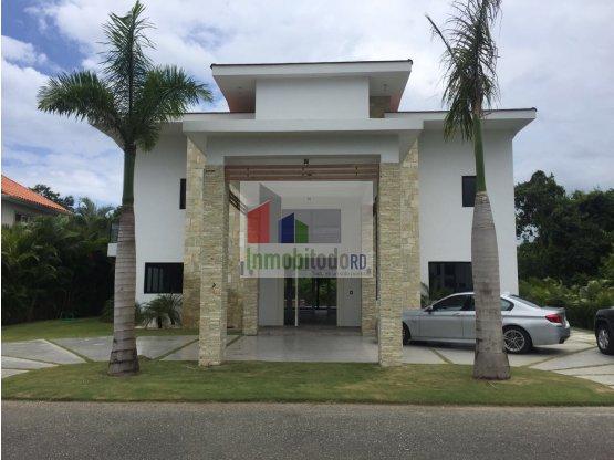 Moderna villa en venta en Metro Country Club