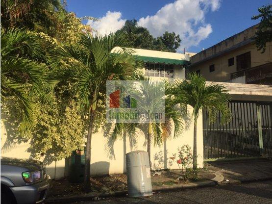 En venta espaciosa casa o terreno en Arroyo Hondo