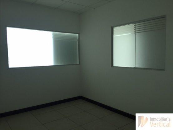 Oficina en venta en centro empresarial, zona 10