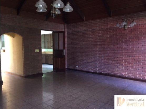 Casa en venta 3 habitaciones zona 14