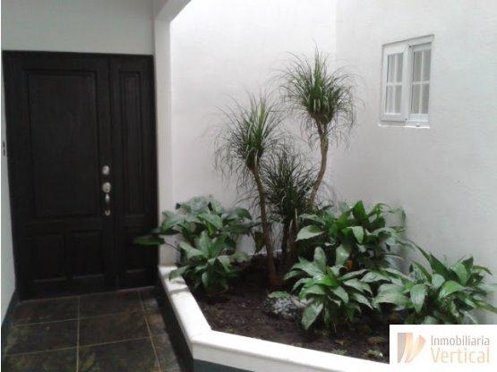 Lindo apartamento 2 habs. con jardín en venta z.16