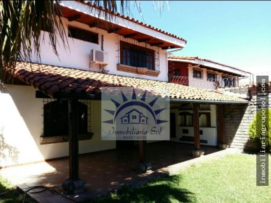 Casa de 3 plantas en Santa Elena