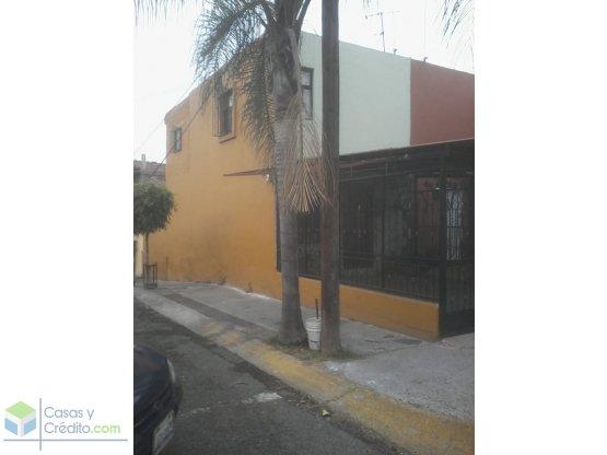 Casa con 3 recamaras en Loma dorada