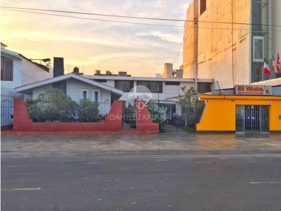 [EN VENTA] Casa/Terreno en Av. Larco