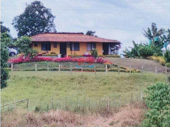 FINCA EN VENTA VIA QUIMBAYA