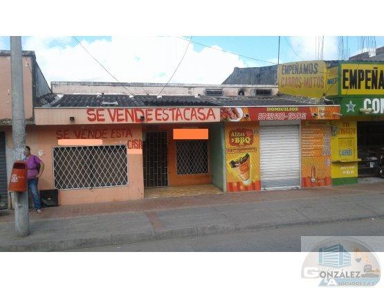 CASA-LOTE EN LA GRANJA  EXCELENTE UBICACIÓN CCIAL.