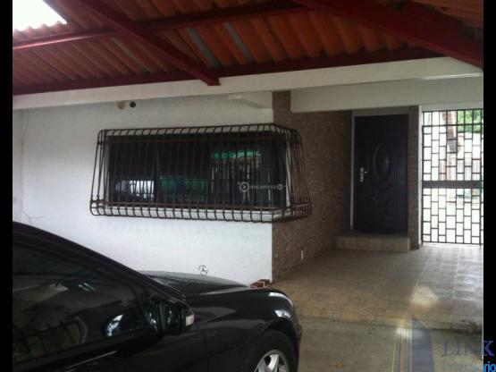 Fantástica casa en venta vía principal de Chanis