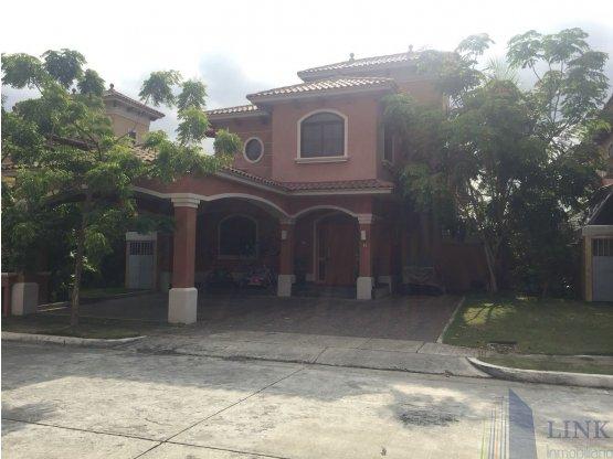 Hermosa Casa en El Doral sector Costa Sur