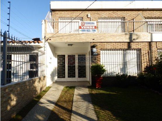 AMPLIA CASA DE 3 DORM. 3 BAÑOS, GARAJE Y PISCINA