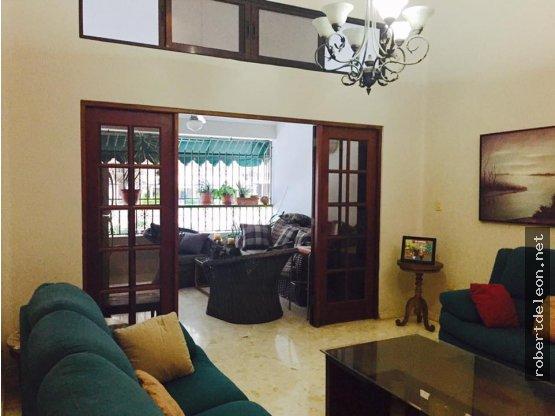 LOS CACICAZGOS: Apartamento de 203 Mts2, 3 Habs.