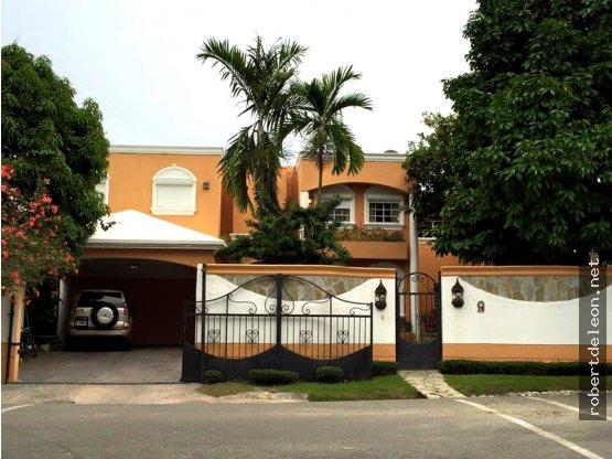 Casa 2 niveles y gran diseño en Puerta de Hierro