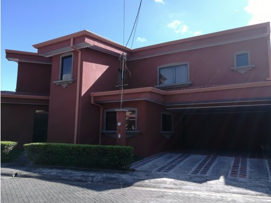 Casa en Venta, Sabanilla, esquinera.- 1001756