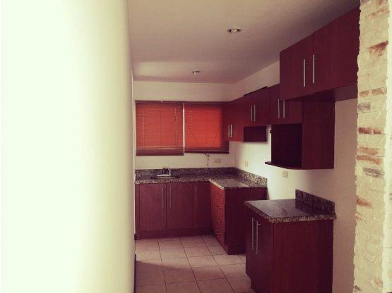 Apartamento/venta oportunidad en Santa Ana. 897128