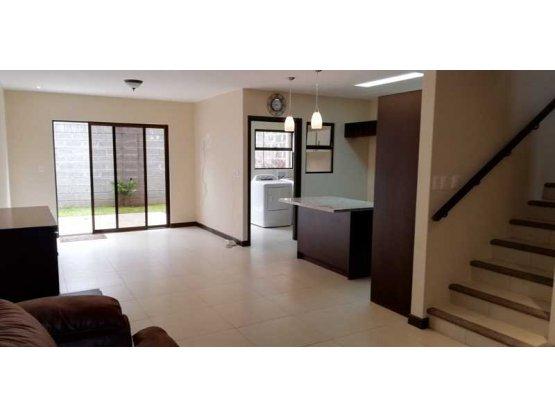 Casa en alquiler en Tres Ríos/Concepcion.- 932360