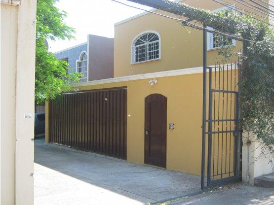 Se vende casa en la colonia San Ignacio