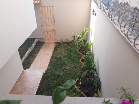Se alquila casa en Lomas de Miraflores Sur