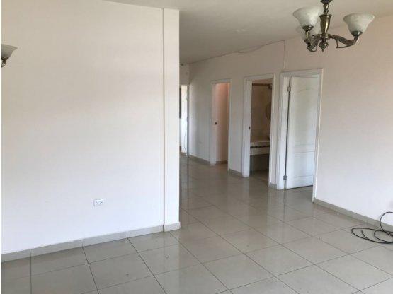 Se Alquila Apartamento en Residencial la Hacienda