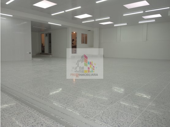 LOCAL SUBA CARRERA 92, SEMAFORO ESQUINA 230M2