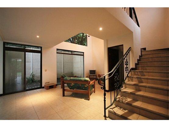 Casa en alquiler Santa Ana en complejo de 4 casas