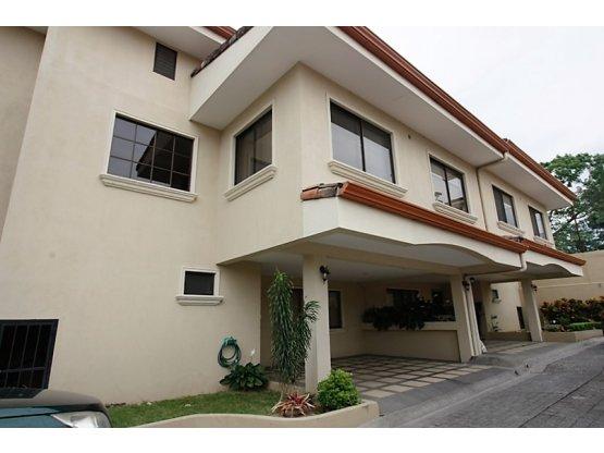 Casa en venta Santa Ana condominio de 4 casas
