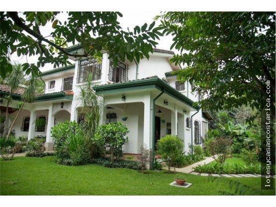 Casa colonial en Ciudad Colon en residencial