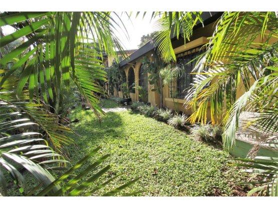 Alajuela casa con vistas 2141m2 lote por la Garita
