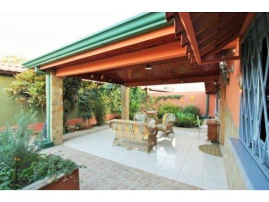 Santa Ana casa de una planta $210.000