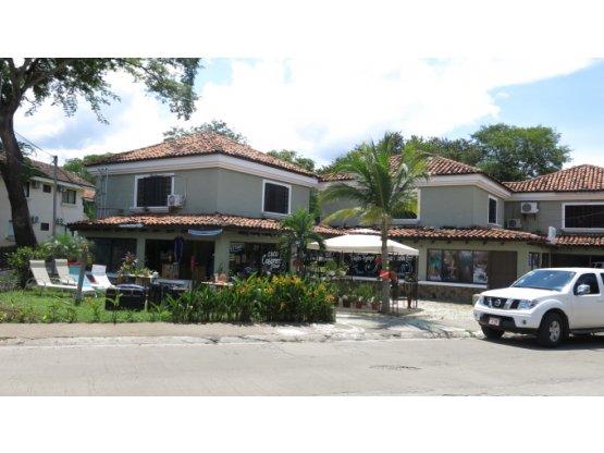 Edificios comercial y residencial playas del coco