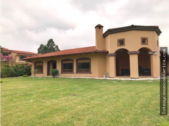 Casa independiente en Escazu cerca de Multiplaza