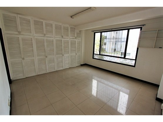 Oficina en Trejos Montealegre en alquiler