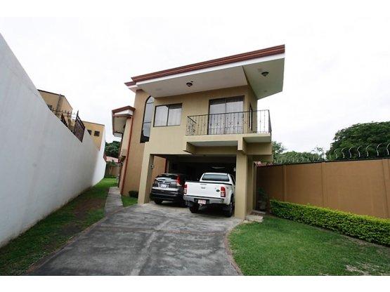 Casa en venta Ciudad Colon con lote de 450m2