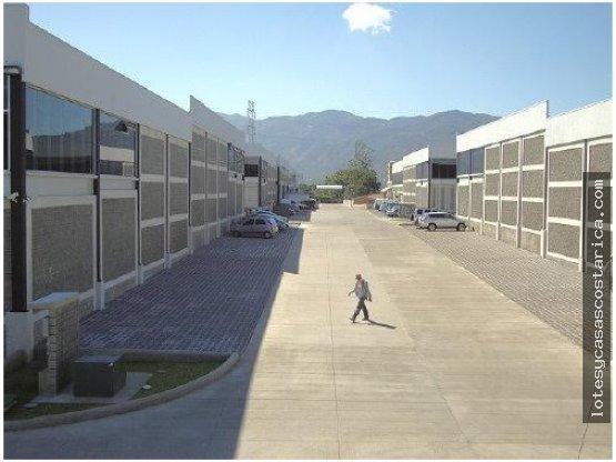 Ofibodega entre Santa Ana y Belen