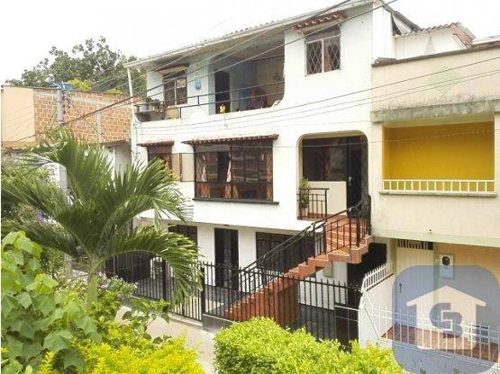 Casa de tres pisos Barrio VILLALUZ