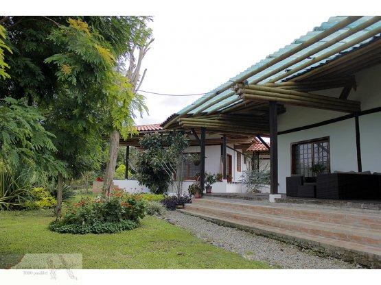 Se vende casa campestre al estilo japonés