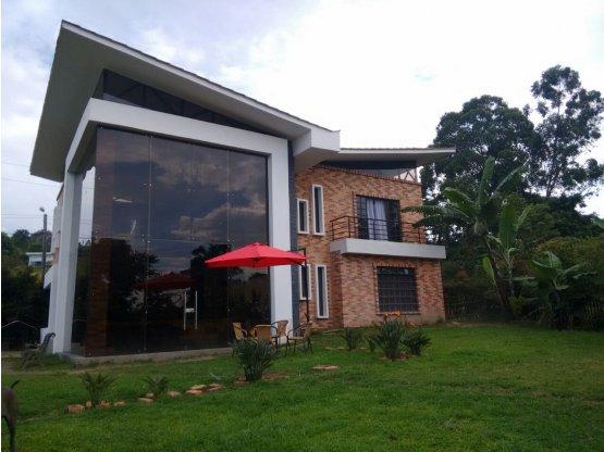 Alquiler de casa amoblada en sector Arenillo
