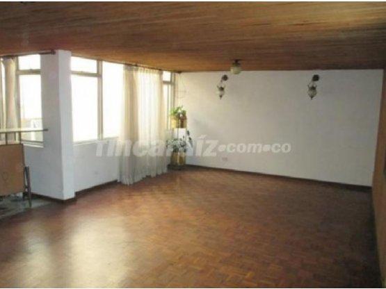 Venta de casa comercial  Av Sdr Manizales 16198