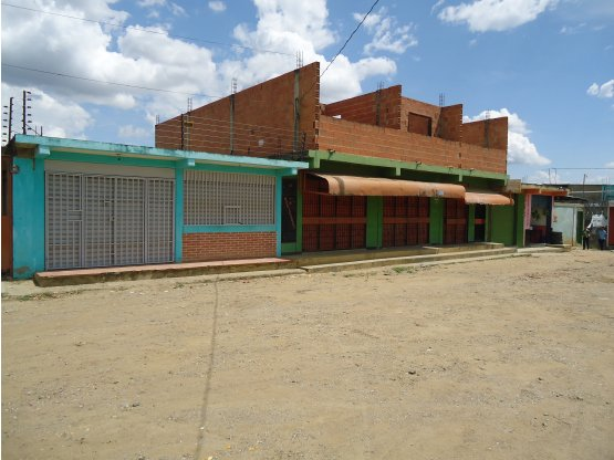 Local comercial/casa en Tamaca.
