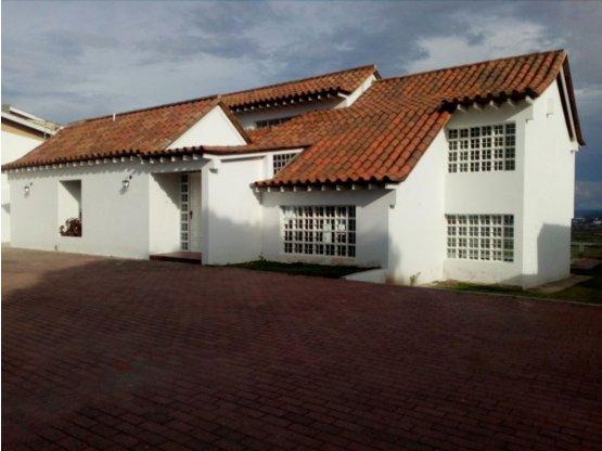 Casa en Venta Urb. Mote Real en el Este de Bqto.
