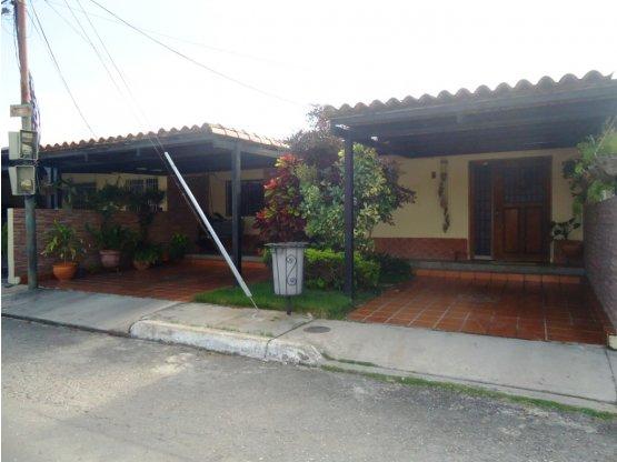Casa amplia en venta en Villas Santa Lucía